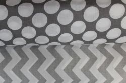 Šedá bavlna s velkými puntíky - bavlna potisk vyrobeno v EU