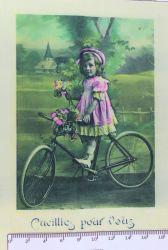 panelový tisk - retro dívka s kolem-kepr