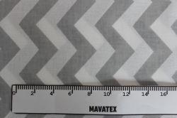 Bílá látka s šedým cik cak vzorem vyrobeno v EU