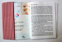 Zdravotní průkaz - kočička se srdíčky - obrázky na látce, designový tisk, tisk na přání vyrobeno v EU- atest pro děti bavlna