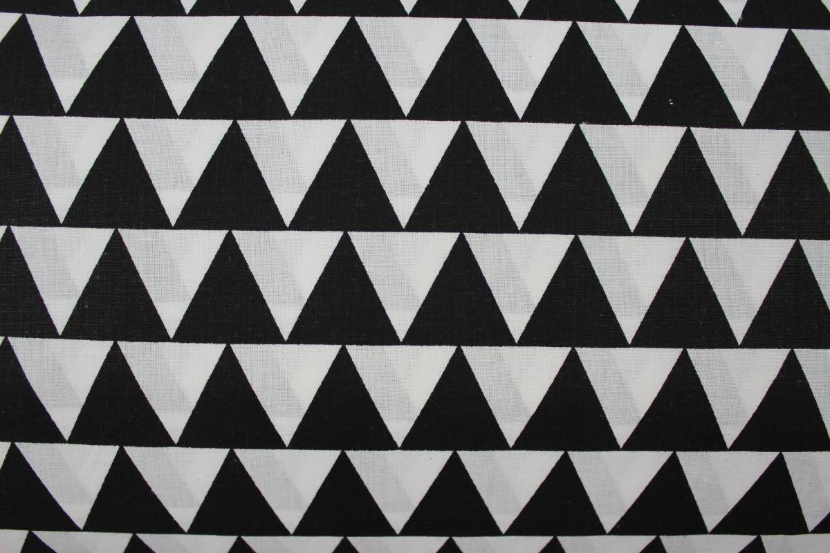 Bílá bavlna s černými trojúhelníky v řadě vyrobeno v EU- atest pro děti bavlna