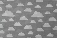 Světle šedá bavlna s mráčky vyrobeno v EU- atest pro děti bavlna