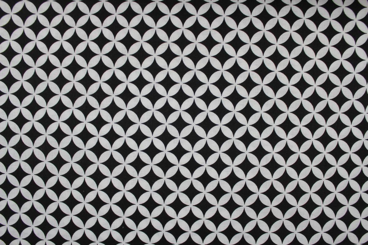 Bílá bavlna s drobnými geometrickými tvary vyrobeno v EU- atest pro děti bavlna
