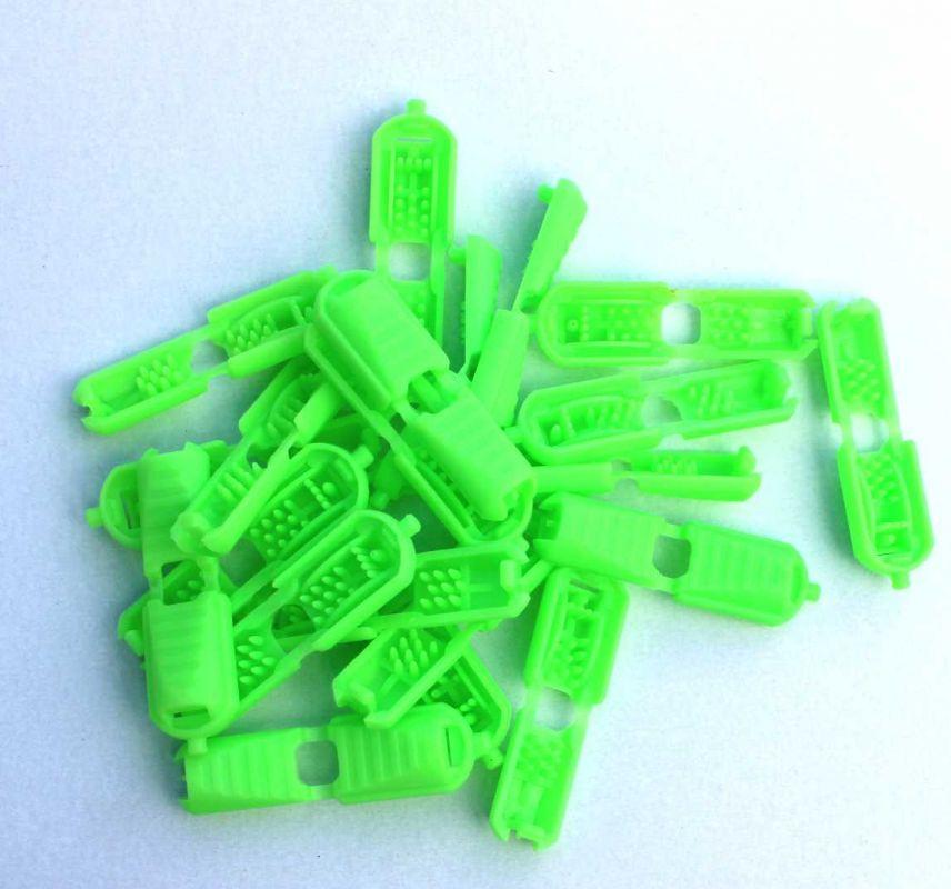 Svítivě zelená plastová koncovka plochá-2 ks Vyrobeno mimo EU