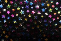 Černý muchláček s zlatobarevnými  hvězdami