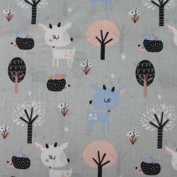 Modro-šedá bavlna daněk v lese