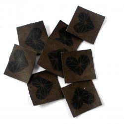 Koženkové čtverečky hnědé srdíčko - 10ks