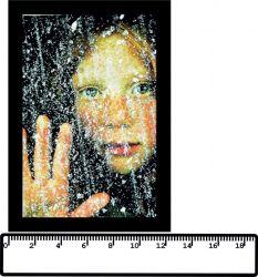 panelový tisk - dívka za oknem