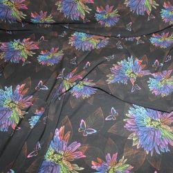 Silky-duhové květy na tmavém podkladu