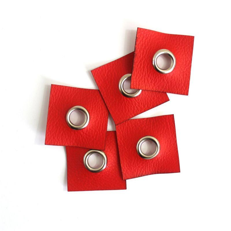 Koženkový čtvereček s průchodkou -červená jasná vyrobeno v EU