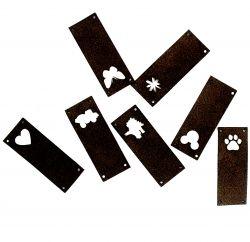 Koženkový štítek vyřezávaný malý- černý varianty | Auto, Dinosaurus, Kytička, Mickey, Motýl, Srdíčko, Tlapka
