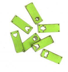 Koženkový štítek vyřezávaný malý- jasně zelený 76-varianty | Auto, Dinosaurus, Kytička, Mickey, Motýl, Srdíčko, Tlapka