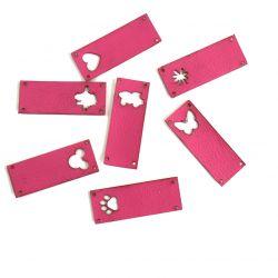 Koženkový štítek vyřezávaný malý- růžová 79 -varianty | Auto, Dinosaurus, Kytička, Mickey, Srdíčko, Tlapka