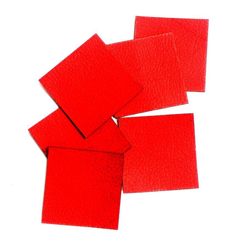 Koženkový čtvereček -jasně červená 70 vyrobeno v EU