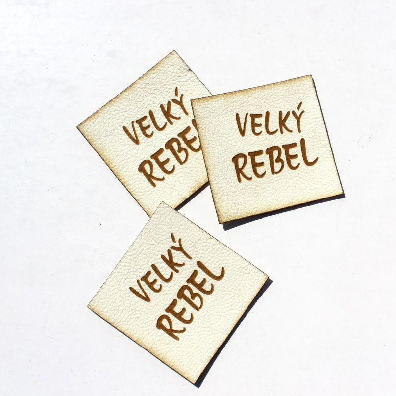 """Koženkový štítek gravír - """" velký rebel světlá """" vyrobeno v EU"""
